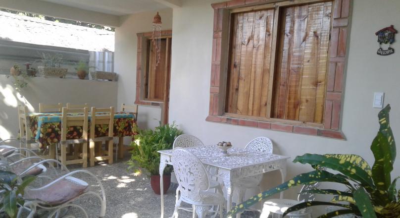 Casa Yoyo el albañil -Vista al jardín